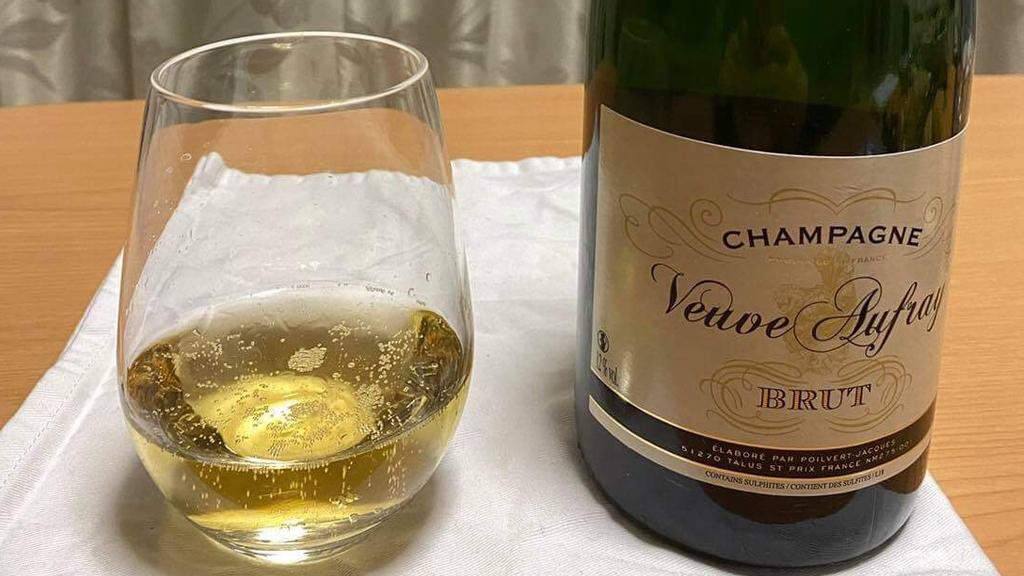 夜はスパークリング、白、赤ワイン
